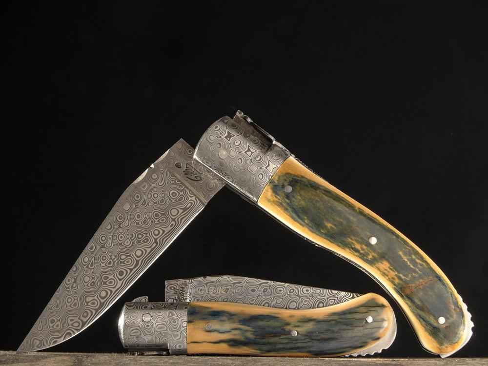 Messer Wien Ganz luxuriös sind die Laguiole Taschenmesser mit blauem Mammutelfenbein, Damastklinge und Damastbacken. Ein Geschenk für jemanden der schon alles hat oder Sammler. laguiole fontenille pataud damast mammutelfenbeinKlingen-Boutique Messer Wien Graz