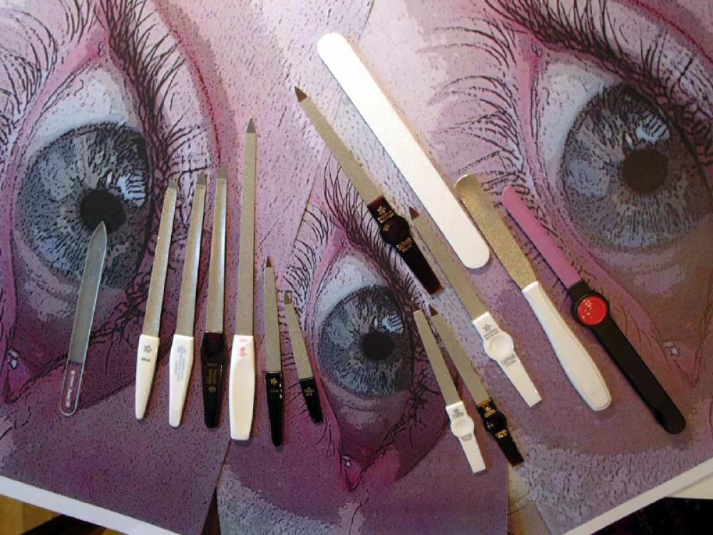 Messer Wien Sie finden bei uns Feilen für Finger- und Zehennägel: aus Glas, aus Keramik und mit Saphierstaub beschichtet von verschiedenen Herstellern.  nagelfeilen, fussnagelfeilen, glasfeile, keramikfeile, saphirstaubfeile