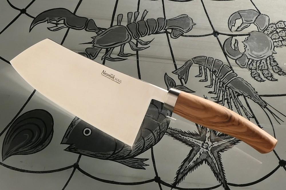 Messer Wien Chinesisches Kochmesser von Nesmuk. Serie: Soul. Klinge: 18cm, Nioblegierung, 60HRC. Griff: Olive, Edelstahlzwinge. kochmesser nesmuk soul chinesisches kochmesser 18cm niob 60hrc rostfrei olive