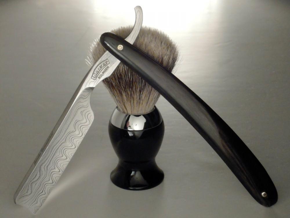 Messer Wien Rasiermesser und Rasierpinsel von Wacker aus Solingen mit Büffelhorngriff. Die Klinge ist aus nicht rostfreiem Damast. rasiermesser rasierpinsel wacker solingen bueffelhorn dachshaar nicht rostfrei