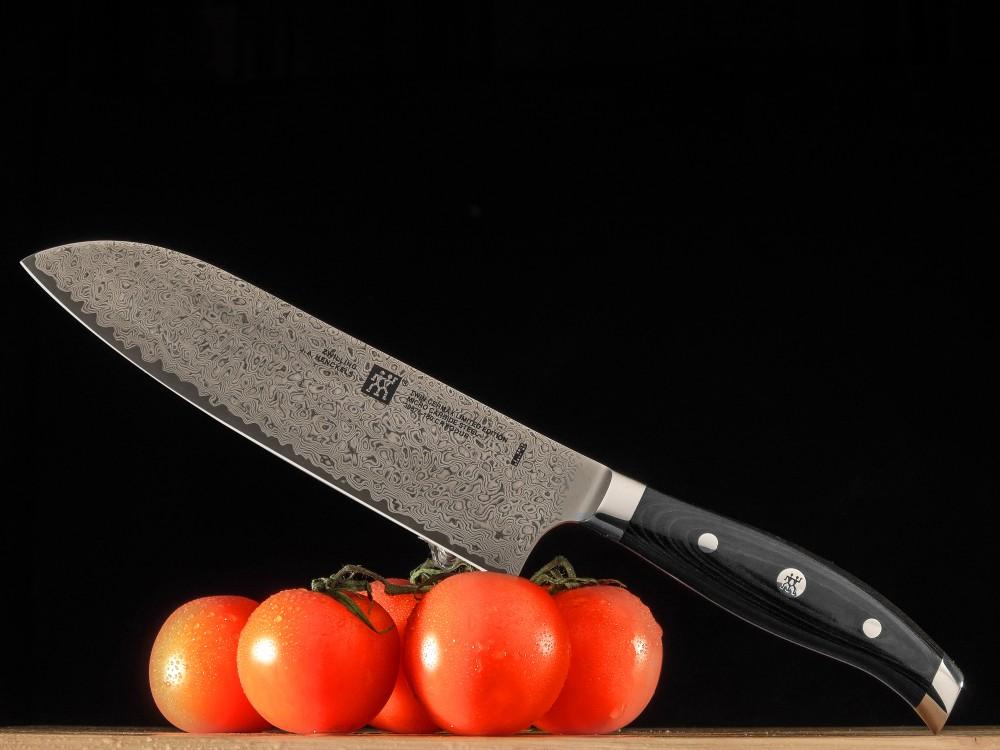 Messer Wien Eine Kleinauflage von Zwilling - 240 Stück wurden von diesem schönen Santoku erzeugt. Die Klinge ist aus 66 HRC hartem Lagendamast und besonders langlebig. Das limitierte Santoku Kochmesser hat einen ergonomischen Micarta Griff.  Zwilling Santokumesser. Lagendamast. Limitiert auf 240 Stück. Cermax Serie.
